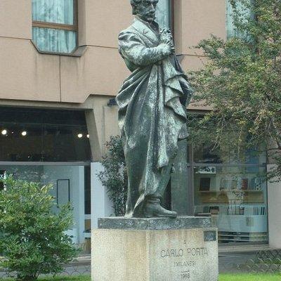 Monumento a Carlo Porta