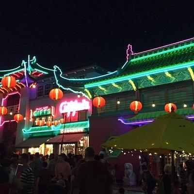 More Chinatown neon