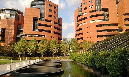 L'area residenziale - progettata da Mario Botta - che circonda la Galleria Campari
