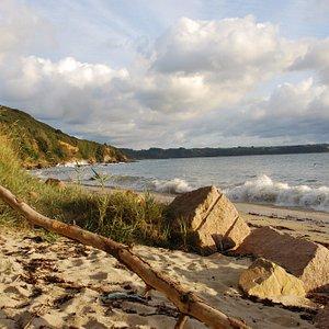 Vue sur la plage de Pors Mabo