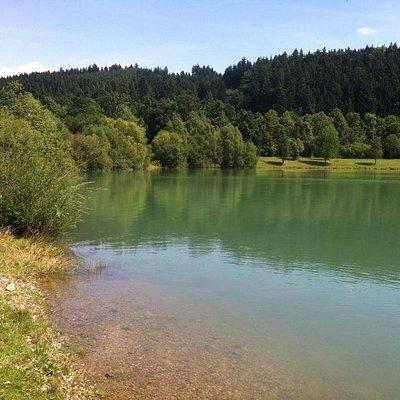 Travnatá část, a krsásná čistá voda
