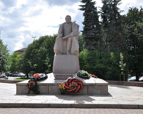 Памятник А.В. Василевскому