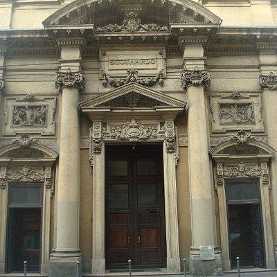 La facciata su Corso San Gottardo