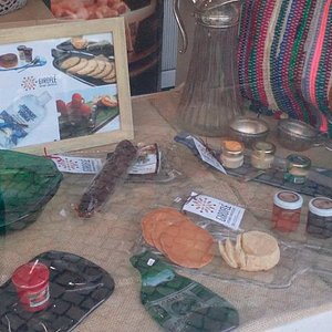 The best Traditional Portuguese Products, at the Best Shop of Almada. Autumn Storefront