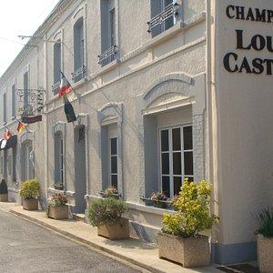 Maison de Champagne Damery : Champagne Louis Casters