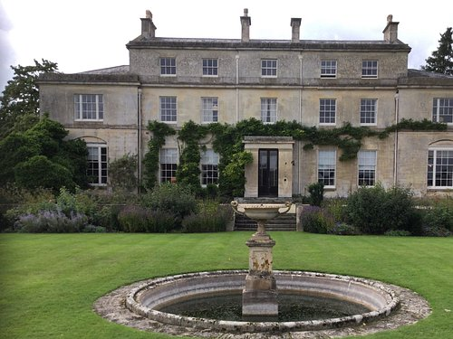 Front elevation to Hardwicke Court.