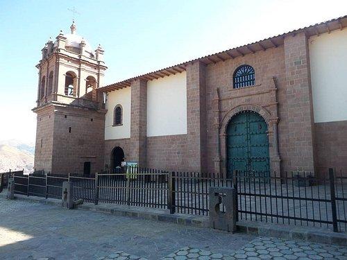 El campanario e iglesia San Cristobal