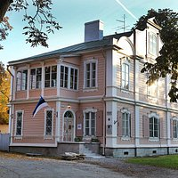 Charming pink wooden house at Kadriorg