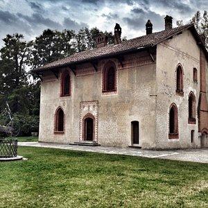 La casa di caccia all'interno della cascina, edificata a fine 1400, ai tempi d'oro degli Sforza.
