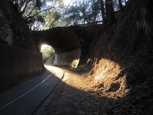 Tunnel 1/4 east of Mosquito Rd Parking