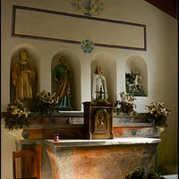 Aggius,  l'églisede Santu Petru Rudas, l'hotel avec les statues de quatre saints: Saint