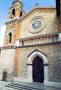 Frontale chiesa. con campanile.