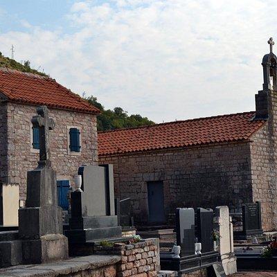 Монастырское кладбище и церковь Св. Николы