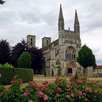 Готическое аббатство