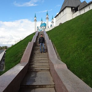 Вид Казанского Кремля-заповедника со стороны пл. Тысячелетия