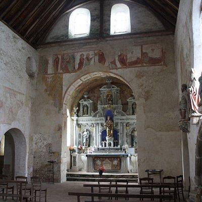 Vue générale sur l'intérieur de la chapelle de Pritz