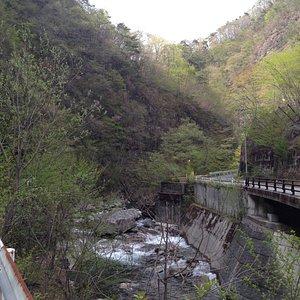 途中の渓谷