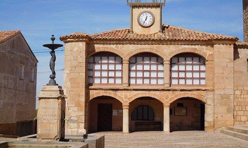 Edificio del ayuntamiento, aunque las banderas ondeaban en otro menos interesante justo enfrente