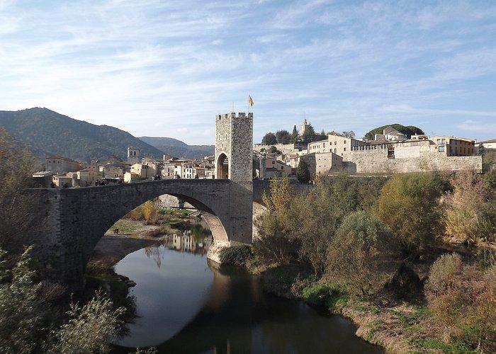 Sítio medieval espectacular, com enchidos tradicionais muito bons.