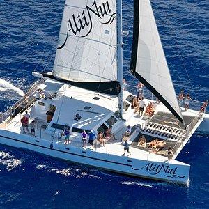 Alii Nui under sail.