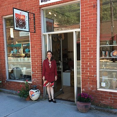 The owner and manager Silvia Ferrari-Palmer in front of the historic bank and now gallery In Tan