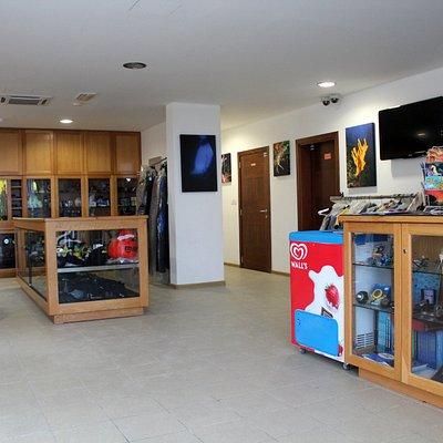 Atlantis Shop & Check-in Counter B