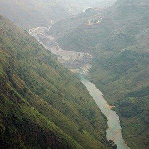 Dòng sông Nho Quế bên dưới đèo Mã Pí Lèng