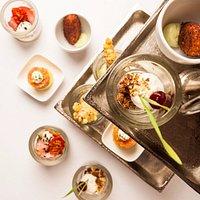 Maak kennis met ons Menu to Share: 15 kleine gerechten, gepresenteerd in mooie glaasjes.