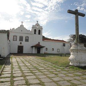 ao lado da igreja