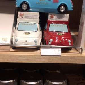 ボローニャの空港で売られているFIATの車のオモチャとMajaniのチョコレートの合わせ商品。