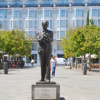 Statue of Federico Garcia Lorca