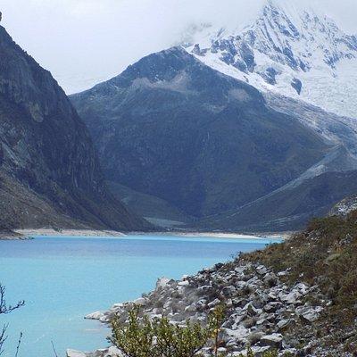 Lagoa Paron e pico Artizon