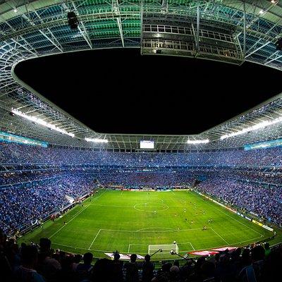 Arena do Grêmio à noite.
