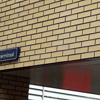 the street is called 'Mooierstraat' = more beautiful street