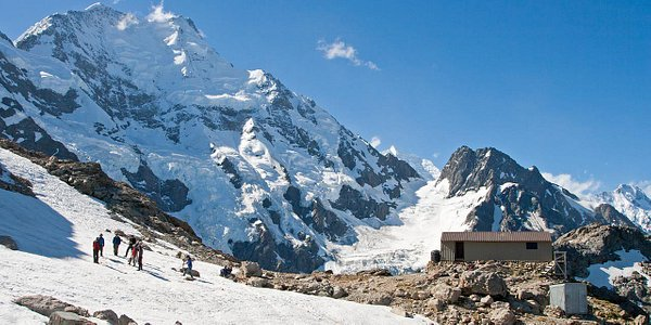 Caroline Hut, an ideal base for mountaineering courses, with Aoraki/Mt Cook watching over.