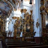 Heilig-Kreuz-Kirche (внутреннее убранство)