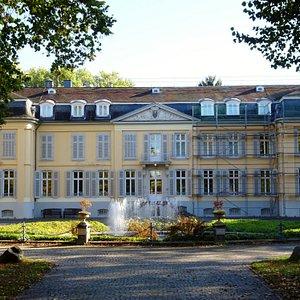 Vorderfront von Schloss Morsbroich
