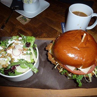 Crispy Chicken Burger & mixed green salad
