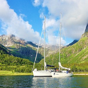 The freedom of anchoring in beautiful natural harbors like this! Here sailing in Vesterålen