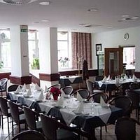 In our dining room we can serve up to 80 hosts.
