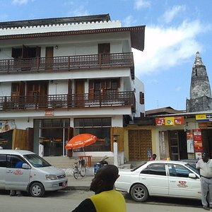 Улица рядом с мечетью.