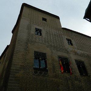 Torre esquinada del palacio