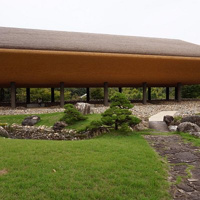 禅と庭のミュージアムです^^舟のイメージです。斬新かつ近代的で、しかし、使われている建築素材が、古きもので、何故かほっとしますね
