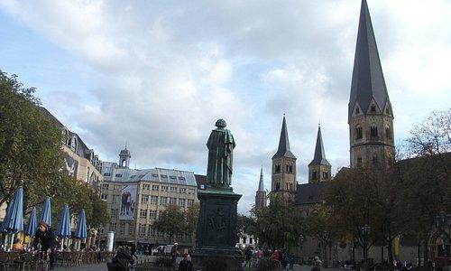 ミュンスター広場にあるベートーヴェンの像
