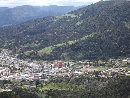 Vista parcial centro e Igreja, com zoom