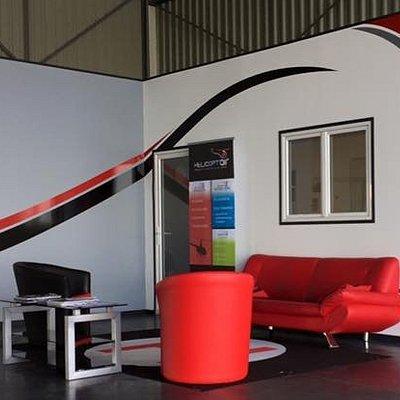 Nos bureaux en bord de piste avec toilettes, salle de formation et de navigation.