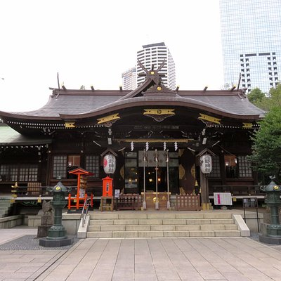 Skyscrapers & the Juniso Kumano Jinja Shrine - Shinjuku (21/Oct/16).