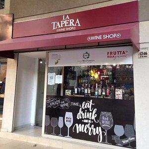 Excelente lugar para adquirir vinos, productos regionales y accesorios a buen precio!