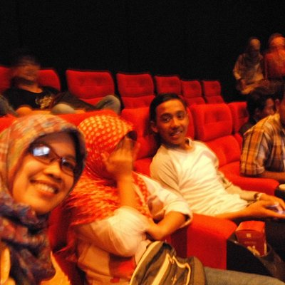 Bersama menikmati film Dalam Gedung Bioskop XXI di Solo Square