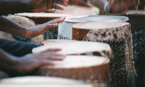 handgefertigte Trommeln des Centers of Cultural Arts